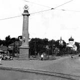 «Шпили» на Московской площади, вдали Никитский храм. Конец 50-х годов ХХ века