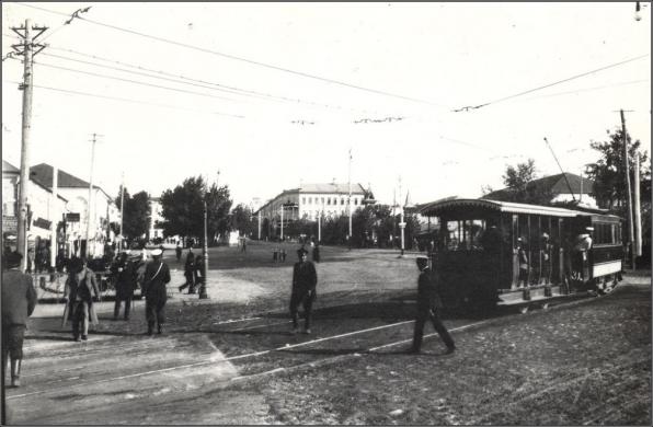 Первые курские трамваи. Прямо на плане - трехэтажное здание Общественного городского дома, сейчас на этом месте администрация го