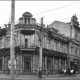 Угол Московской и Троицкого переулка (в советское время - ул. Бебеля, сейчас - ул. Серафима Саровского).