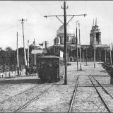 Красная площадь. В городе запущено трамвайное сообщение. Городской сад с новой кованой оградой (слева).