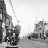Московская улица, от Красной площади. Слева - гастрономический магазин А.О. Гибеля (ныне на этом месте здание ЦУМа).