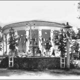 Ротонда и фонтан Лазаретного сада. Ныне - территория городской больницы №1 на ул. Садовой.