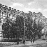 Еще один вид Дворянского собрания по Набережной улице.