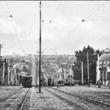 Трамвайный спуск от Красной площади по Херсонской улице. Справа - часовня Николаевской церкви на торгу.