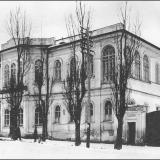 Землемерное училище. После переезда училища в тридцатых годах, здание использовались под финансовое управление, в годы войны - в