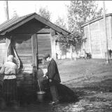 Водоразборная будка на Золотой улице. 1930-е гг.