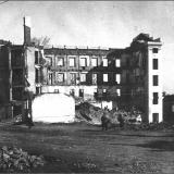 Послевоенный Курск. Район Центрального рынка. Справа на горе виден известный ветряной двигатель Уфимцева.