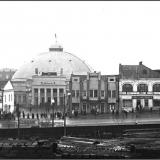 Цирк на Красной площади (разрушен в годы войны, на этом месте сегодня здание Главпочтамта). Ноябрь 1939 г. На переднем плане стр