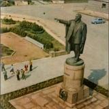 Памятник Ленину перед Домом Советов. 1967 г.