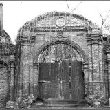 Ворота купеческого особняка на Сосновской, 9. 1987 г.