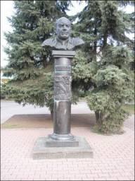 Памятник А. Дейнеке в Курске