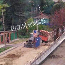В Курске КАМАЗ вновь провалился в траншею