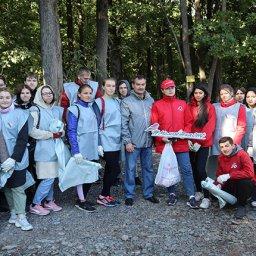 Курские активисты ОНФ вывезли более 400 мешков мусора из «Крутого лога»