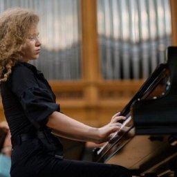 В Курск приедет 17-летняя пианистка-виртуоз